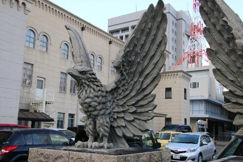 豊橋公会堂の鷲の彫刻