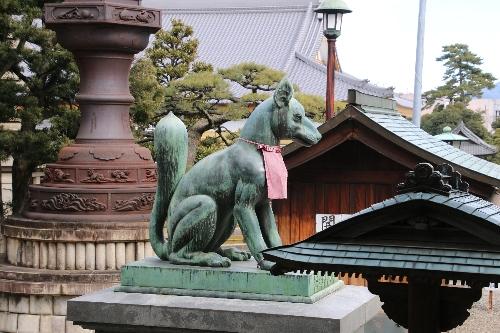 豊川稲荷の狐