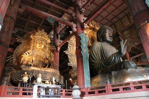 盧遮那仏と傍の仏様