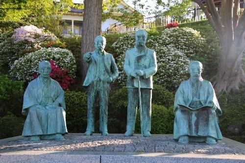 四天王といわれたこともあったが、今井市右衛門、平田文右衛門、渡邉熊四郎、平塚時蔵の銅像