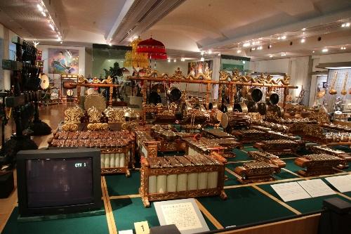 楽器博物館 アジアや中近東の民族楽器