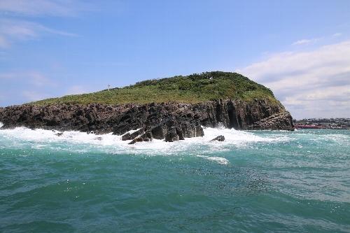 沖から見た雄島