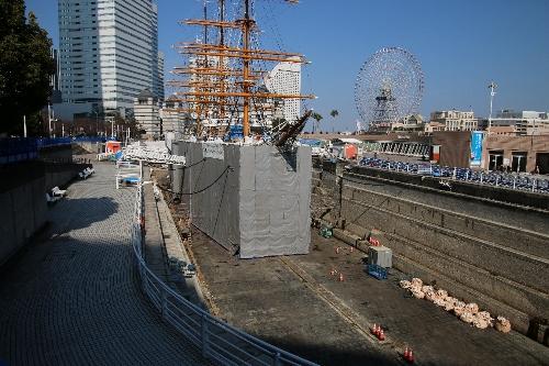 大規模修繕中の帆船日本丸