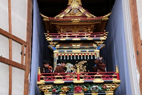 高山祭りの倉庫の屋台