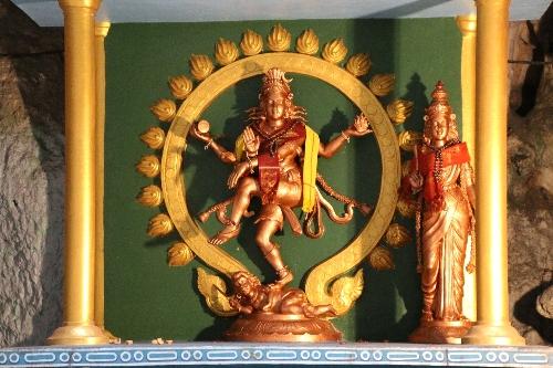 踊るシヴァ神の像