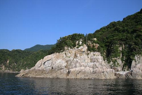 87bd7bbf5737 その先にあって、同じく海に屹立しているのが「唐船島」で、同じくパンフレットの説明では「昔、南蛮人を乗せた『唐船』をこの島につないだところからこの名前が付い  ...