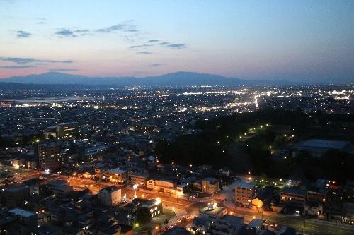 山形駅脇のホテルからの眺め