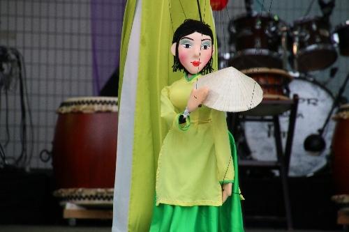 ベトナム女性人形