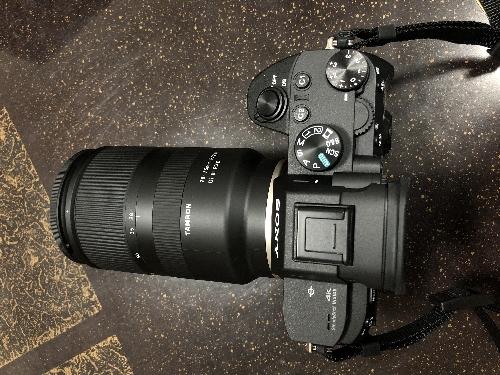 α7RIIIにつけたタムロンの レンズ (Eマウント)28-75mm
