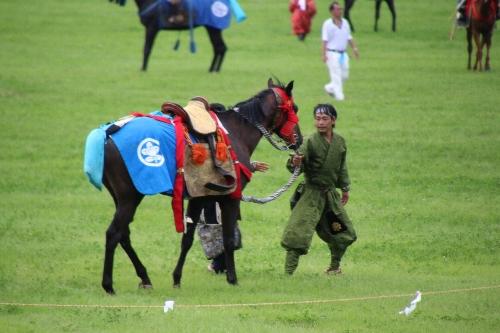 そのまま走って行ってしまう馬が取り押さえられた。