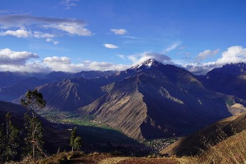 チンチェーロ(Chinchero)展望台から見たチコン山