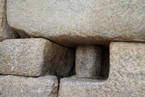 石でできた受け具