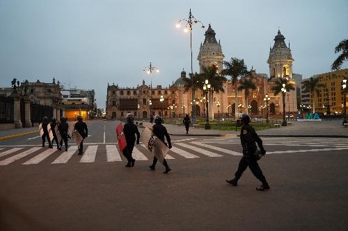 マヨール広場を警戒する警官隊