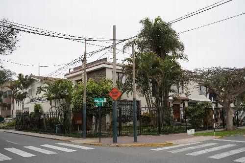 旧日本大使公邸跡の向かいの家