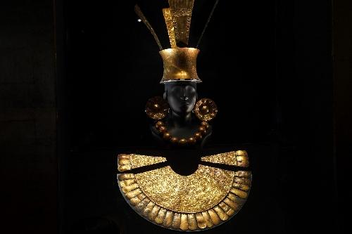 金の装身具一式(チムー文化)