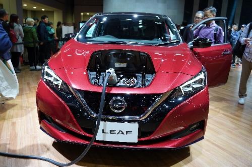 電気自動車のリーフ