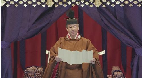 おことばを読まれる天皇陛下。官邸広報ビデオより
