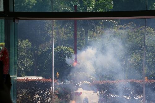 ホテルでの花火。これと同じ花火を民家でやっていた。