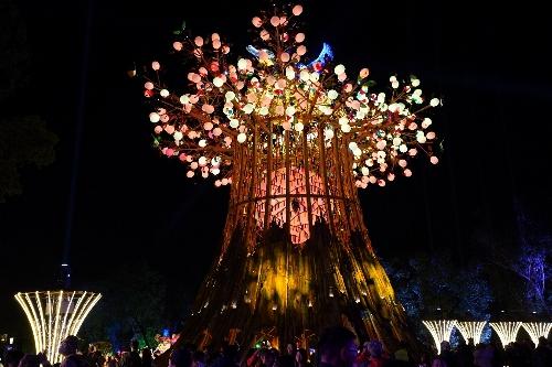 台中ランタン祭り「光の樹」