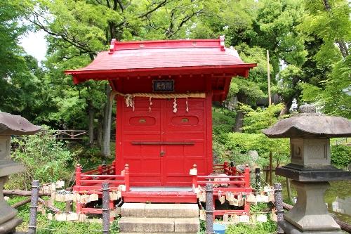 須藤公園の池の真ん中には弁財天のお堂