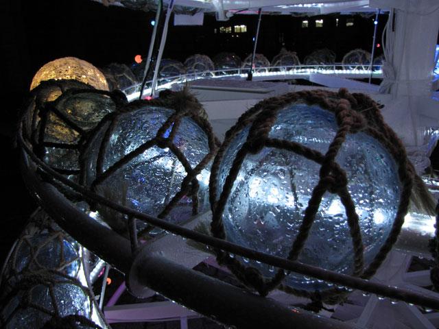 運河プラザ「浮き玉ツリー」