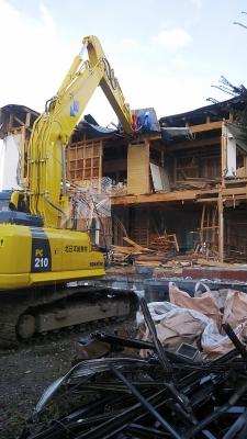 あかりの里工事風景:丁寧な解体作業ですね♪