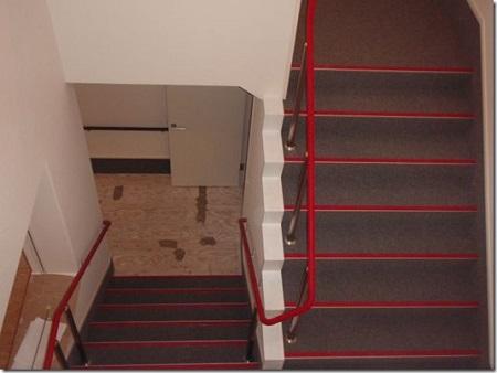 ノンスリップと床のタイルカーペットも出来上がり