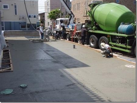 駐車場部分のコンクリート打設状況