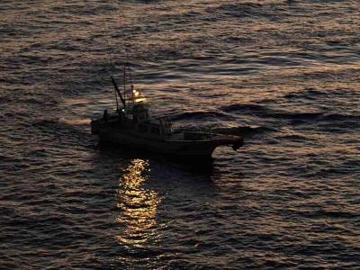 釣り人を乗せた船