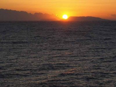 初日を浴びる伊豆諸島