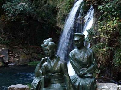 初景滝の踊り子像