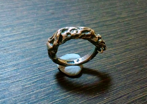 Scratch hand ring 01