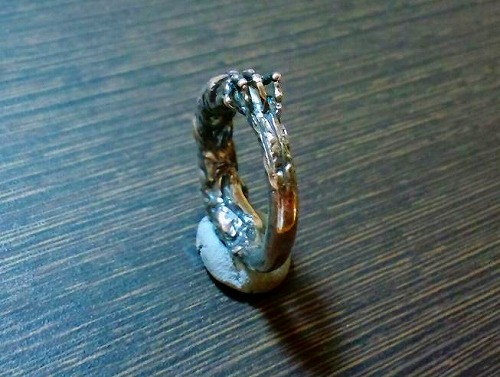 Scratch hand ring 02