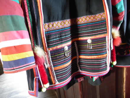 アカ族の民族衣装に施されたモン刺繍