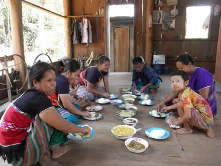 カレン族の村の昼食