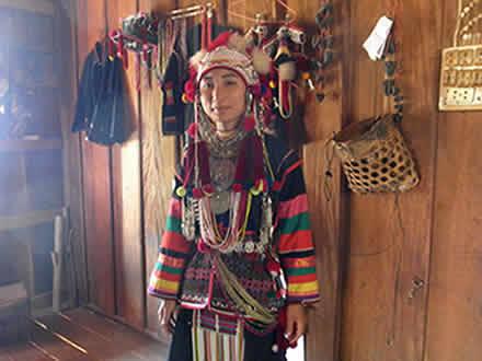 タイのアカ族の村で