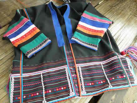 アカ族の衣裳