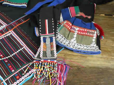 アカ族の衣裳とバッグ