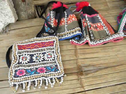 アカ族のバッグと帽子