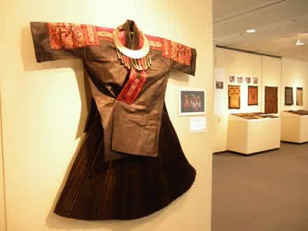 中国少数民族衣裳展