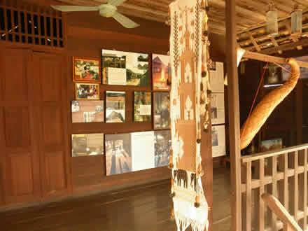 ルー族の村の高床式家屋