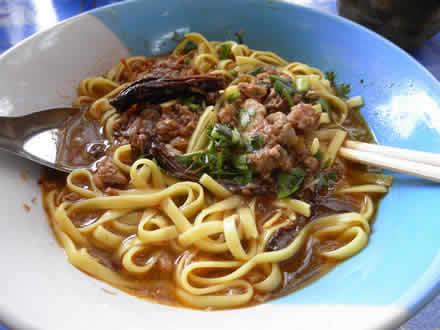 タイ北部料理カオソーイ