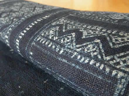 黒モン族の藍染めバティック布