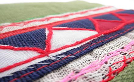 アカ族の刺繍とアップリケ