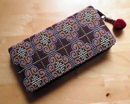 お客さまの声_モン刺繍の長財布