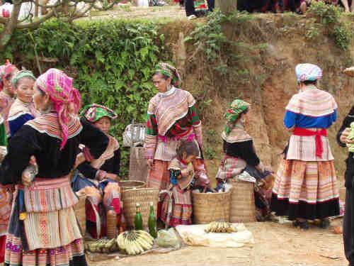 ベトナムの花モン族