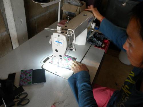 刺繍のカードケース作り
