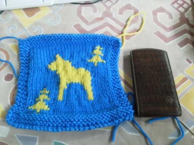 スウェーデンカラーの編み物