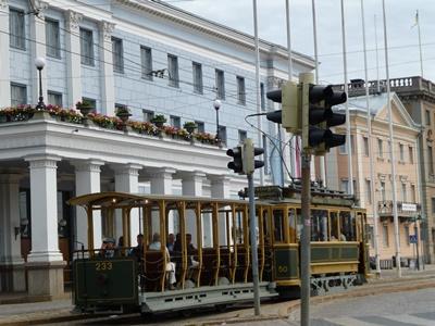 ヘルシンキ市庁舎まえ観光トラム