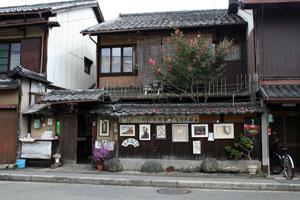木版画摺師・市村氏のお宅「市村一房堂」は町家のたたずまい